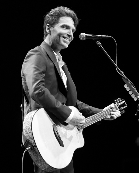 Smile Audience Guitar 8x10